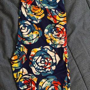 Lularoe Beauty & the Beast rose leggings Tall & Curvy TC